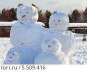 Купить «Веселые снеговики», фото № 5509416, снято 19 января 2014 г. (c) Виктория Катьянова / Фотобанк Лори