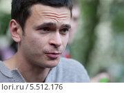 Политик Илья Яшин посетил протестный лагерь окупай Абай на Чистых прудах (2012 год). Редакционное фото, фотограф Dmitry Barmin / Фотобанк Лори