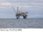 Буровая и добывающая платформа «Лунская-А» (2013 год). Редакционное фото, фотограф Алексей Шматков / Фотобанк Лори