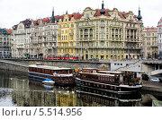 Набережная Влтавы в Праге. Чехия (2013 год). Редакционное фото, фотограф Владислав Сернов / Фотобанк Лори