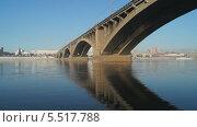 Купить «Мост через Енисей. Вид на набережную. Город Красноярск», видеоролик № 5517788, снято 14 января 2014 г. (c) Ирина Егорова / Фотобанк Лори