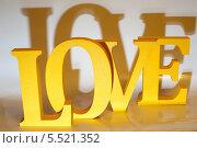 Купить «Слово Love желтого цвета, с красивыми тенями», фото № 5521352, снято 25 января 2014 г. (c) Александр Овчинников / Фотобанк Лори