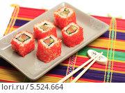 """Купить «Японская кухня. Роллы """"Калифорния"""" и палочки на разноцветной бамбуковой салфетке», эксклюзивное фото № 5524664, снято 15 января 2014 г. (c) Яна Королёва / Фотобанк Лори"""