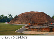 Купить «Кушинагар. Рамабхар ступа, построена на месте кремации Будды Шакьямуни», эксклюзивное фото № 5524672, снято 22 сентября 2019 г. (c) Staryh Luiba / Фотобанк Лори