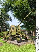 Купить «Зенитная пушка АЗП-57 калибра 57 мм (комплекс С-60) во дворе Музея Армии, Ханой, Вьетнам», фото № 5527664, снято 21 сентября 2013 г. (c) Иван Марчук / Фотобанк Лори