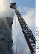 Купить «Работа пожарных на высоте», фото № 5530544, снято 29 января 2014 г. (c) Юрий Кирсанов / Фотобанк Лори