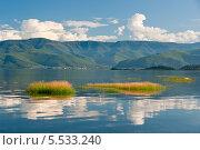 Водный пейзаж с отражением. Стоковое фото, фотограф Opra / Фотобанк Лори