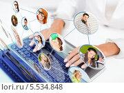 Купить «деловая девушка работает на ноутбуке с виртуальной деловой сетью», фото № 5534848, снято 18 июля 2013 г. (c) Syda Productions / Фотобанк Лори