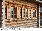 Окна и ставни деревянного дома. Стоковое фото, фотограф Валерий Князькин / Фотобанк Лори