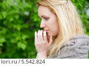 Портрет задумчивой женщины в профиль. Стоковое фото, фотограф Losevsky Pavel / Фотобанк Лори