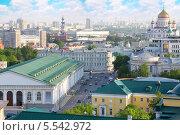 Купить «Центральный выставочный зал и Собор Христа Спасителя, вид сверху, Москва», фото № 5542972, снято 15 мая 2012 г. (c) Losevsky Pavel / Фотобанк Лори