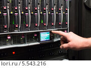 Купить «Человек управляет массивом жестких дисков», фото № 5543216, снято 18 мая 2012 г. (c) Losevsky Pavel / Фотобанк Лори