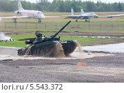 Купить «Танк Т-90 на втором Международном форуму инженерных технологий 2012, 25 июня 2012 года в Жуковском недалеко от Москвы, Россия», фото № 5543372, снято 25 июня 2012 г. (c) Losevsky Pavel / Фотобанк Лори