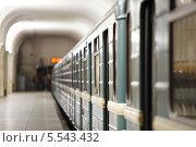 Купить «Поезд метро в Москве, Россия», фото № 5543432, снято 19 мая 2012 г. (c) Losevsky Pavel / Фотобанк Лори