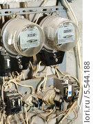 Купить «Два старых грязных электрически счетчика с большим количеством проводов, выключателей и клемм», фото № 5544188, снято 26 сентября 2012 г. (c) Losevsky Pavel / Фотобанк Лори