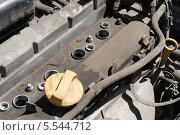 Купить «Старый грязный двигатель автомобиля без свечей зажигания», фото № 5544712, снято 24 мая 2012 г. (c) Losevsky Pavel / Фотобанк Лори
