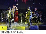 Купить «Александр и Дмитрий Бриль играют на саксофоне на концерте в джаз-клубе Brilliant Jazz», фото № 5544980, снято 15 ноября 2012 г. (c) Losevsky Pavel / Фотобанк Лори