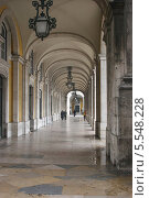 Колоннада на площади Коммерции в Лиссабоне (2012 год). Стоковое фото, фотограф Дмитрий Булатов / Фотобанк Лори