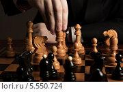 Купить «Человек делает ход шахматной фигурой», фото № 5550724, снято 2 февраля 2014 г. (c) Александр Калугин / Фотобанк Лори