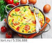 Купить «Омлет с овощами, сыром и зеленью», фото № 5556888, снято 4 февраля 2014 г. (c) Надежда Мишкова / Фотобанк Лори