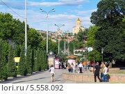 Купить «Улица Бараташвили - одна из центральных улиц Тбилиси. Грузия», фото № 5558092, снято 3 июля 2013 г. (c) Евгений Ткачёв / Фотобанк Лори