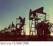 Купить «Силуэты нефтяных насосов», фото № 5560704, снято 19 октября 2018 г. (c) Михаил Коханчиков / Фотобанк Лори