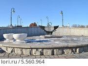 Купить «Скамья влюбленных на Лужковом мосту весной», эксклюзивное фото № 5560964, снято 4 марта 2013 г. (c) lana1501 / Фотобанк Лори