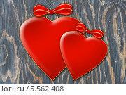 Два сердца на деревянной текстуре. Стоковое фото, фотограф Светлана Шаповалова / Фотобанк Лори