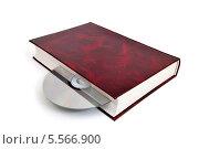Купить «CD-диск вложен в книгу. Варианты  хранения информации», эксклюзивное фото № 5566900, снято 8 февраля 2014 г. (c) Юрий Морозов / Фотобанк Лори