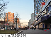 Купить «Москва, улица Новый Арбат», фото № 5569344, снято 1 января 2014 г. (c) Овчинникова Ирина / Фотобанк Лори