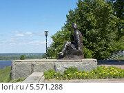 Купить «Нижний Новгород, памятник Максиму Горькому», фото № 5571288, снято 5 июня 2013 г. (c) ИВА Афонская / Фотобанк Лори