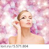 Купить «Красивая блондинка красит ресницы на розовом фоне», фото № 5571804, снято 5 декабря 2013 г. (c) Syda Productions / Фотобанк Лори