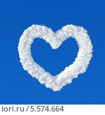 Купить «Сердце из облаков на голубом небе», иллюстрация № 5574664 (c) Данила Большаков / Фотобанк Лори