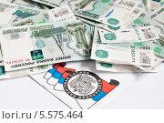Купить «Почтовое извещение из налоговой и много тысячных купюр», эксклюзивное фото № 5575464, снято 10 февраля 2014 г. (c) Игорь Низов / Фотобанк Лори