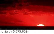 Купить «Закат на море, Крым, таймлапс», видеоролик № 5575652, снято 8 октября 2013 г. (c) Артем Поваров / Фотобанк Лори