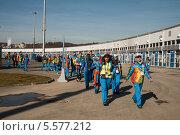 Купить «Группа волонтеров в Олимпийском парке Сочи», фото № 5577212, снято 7 февраля 2014 г. (c) Юлия Бабкина / Фотобанк Лори