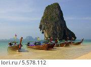 Купить «Традиционные тайские лодки на пляже Phranang Cave Beach, провинция Краби, Таиланд», фото № 5578112, снято 20 января 2014 г. (c) Natalya Sidorova / Фотобанк Лори