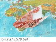 Купить «Бумажный самолет из пятитысячной купюры на карте мира», фото № 5579624, снято 9 февраля 2014 г. (c) Алексей Карпов / Фотобанк Лори