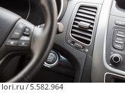 Купить «Интерьер автомобиля с кнопкой автоматического запуска двигателя», фото № 5582964, снято 8 февраля 2014 г. (c) Кекяляйнен Андрей / Фотобанк Лори