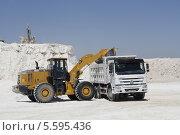 Добыча гипса открытым способом в Бухаре, Узбекистан (2013 год). Редакционное фото, фотограф Анвар Умаров / Фотобанк Лори