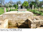 Купить «Турецкий фонтан, достопримечательность станицы Тамань», фото № 5596812, снято 22 мая 2012 г. (c) Анна Мартынова / Фотобанк Лори