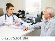 Купить «Пожилой мужчина на приеме у врача», фото № 5601584, снято 23 января 2014 г. (c) Andrejs Pidjass / Фотобанк Лори