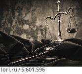 Купить «Весы правосудия, судейский молоток и мантия судьи», фото № 5601596, снято 6 февраля 2014 г. (c) Andrejs Pidjass / Фотобанк Лори