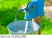Купить «Вода наливается в ведро из водонапорной колонки», фото № 5602840, снято 3 августа 2013 г. (c) Константин Лабунский / Фотобанк Лори