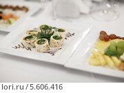 Купить «Изысканные закуски на белой тарелке», фото № 5606416, снято 23 ноября 2013 г. (c) Данил Руденко / Фотобанк Лори
