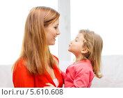 Купить «Мама и дочь смотрят друг на друга с лаской», фото № 5610608, снято 17 января 2014 г. (c) Syda Productions / Фотобанк Лори