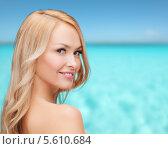 Купить «Лицо и плечи красивой блондинки на фоне моря», фото № 5610684, снято 7 января 2014 г. (c) Syda Productions / Фотобанк Лори