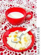 Купить «Каша рисовая с изюмом», фото № 5611616, снято 20 февраля 2014 г. (c) Наталья Осипова / Фотобанк Лори