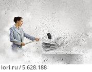 Купить «Борьба с интернет-зависимостью. Девушка разбивает клавиатуру молотком», фото № 5628188, снято 12 мая 2013 г. (c) Sergey Nivens / Фотобанк Лори