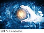 Купить «Рука генетика в перчатке держит чашку Петри с молекулой ДНК», фото № 5629556, снято 25 июня 2013 г. (c) Sergey Nivens / Фотобанк Лори